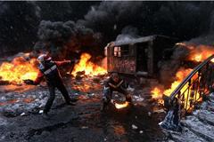 Бойню в Киеве спровоцировал Запад… Вспыхнувшим вчера беспорядкам предшествовала встреча оппозиционной «троицы» с канцлером ФРГ