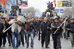 Украина: Евромайдан… В Киргизии в 2010-м было то же: молодежь с окраин и много «революционного» оружия