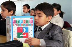 Таджикистан: Устав от плачевного состояния таджикских школ, родители обращаются к школам русским
