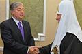 Токаев вручил Патриарху Кириллу приглашение на съезд лидеров мировых религий в Астану