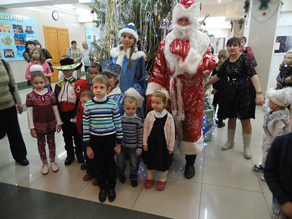 Встреча у рождественской ели... Благотворительный утренник в Петропавловске